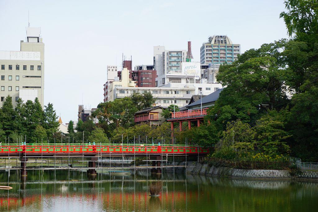 Gebäude_Park_Brücke_Tennoji