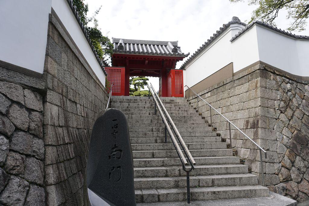 Mauer_Tor_Eingang_Treppe_Tennoji_Tempel