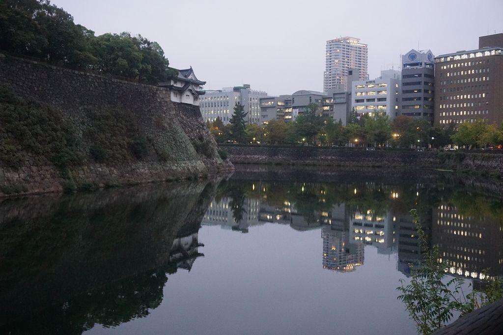Gebäude_See_Mauer_Osaka_Park