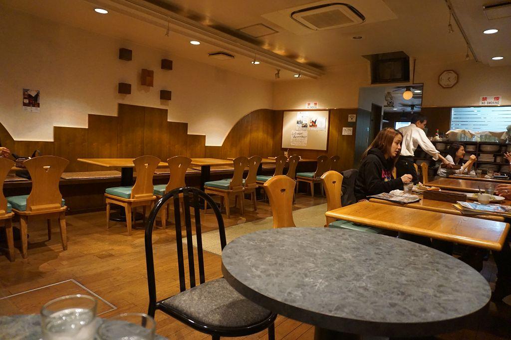 Restaurant_Stühle_Tische