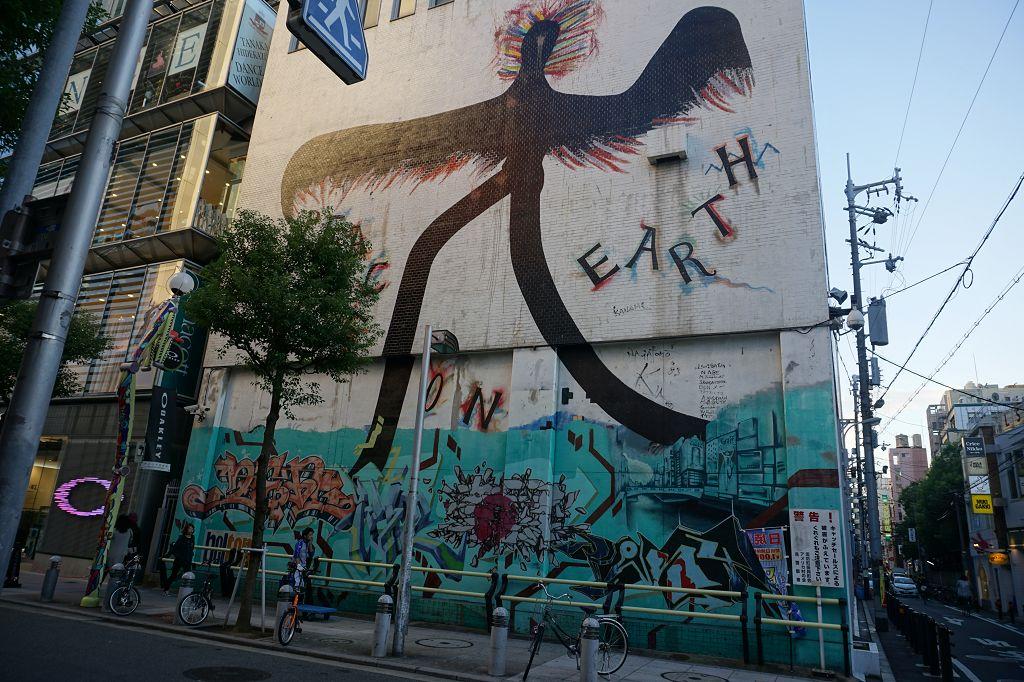 Graffiti_Gebäude_America-Mura