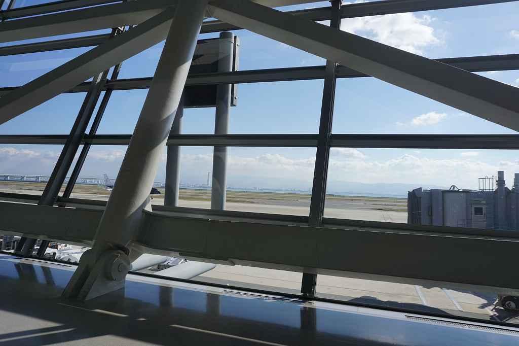 Fenster_Flughafen_Stahlträger