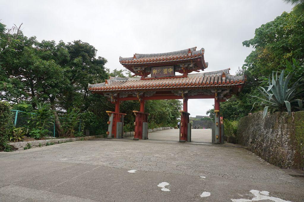 Eingangstor_Shureimon_Bäume