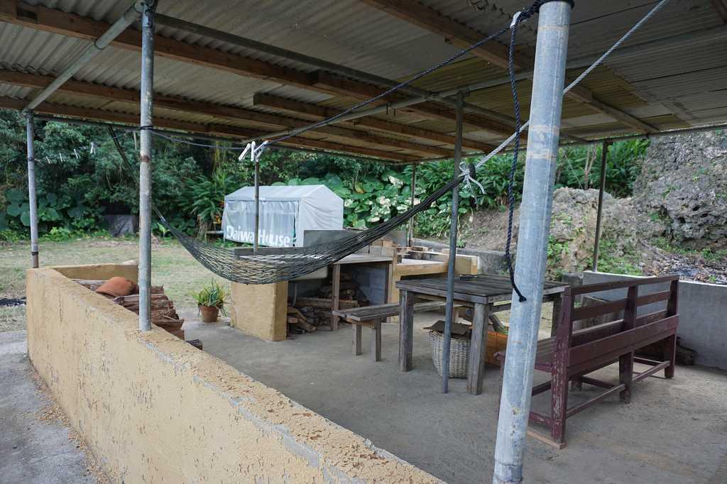Terrasse_Stühle_Tisch_Campingfeuer